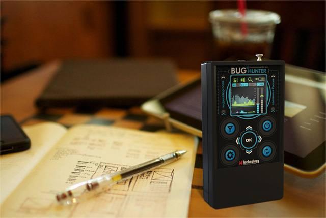 """Оцените компактность детектора жучков """"BugHunter Professional BH-03"""" на фоне шариковой ручки"""