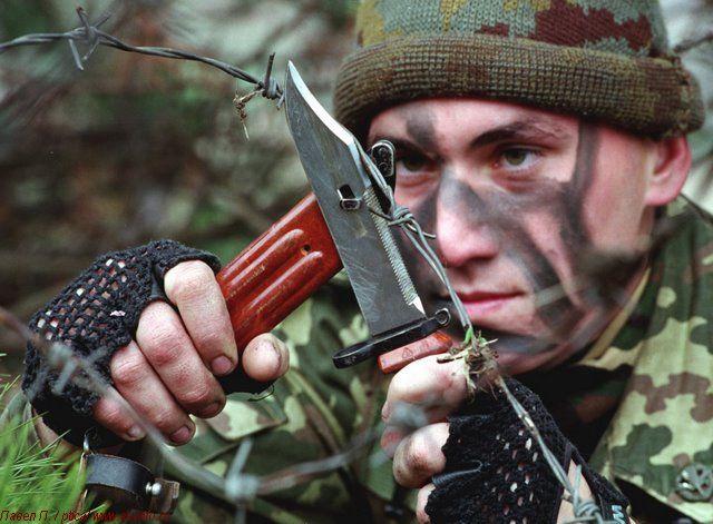 Штык-нож АК 6Х4 перерезание колючей проволоки