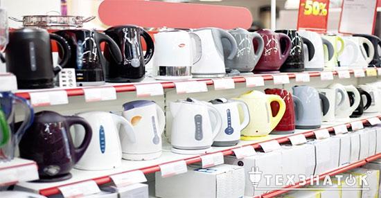 электрические чайники в магазине