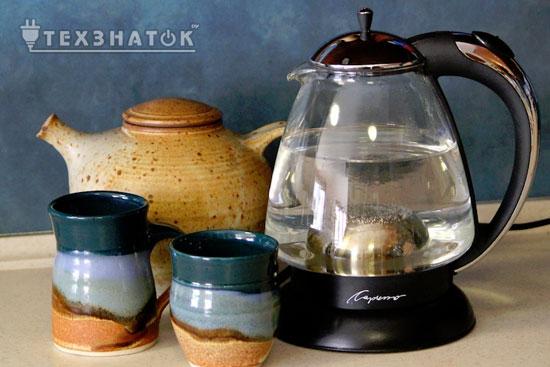 современный и старинные чайники