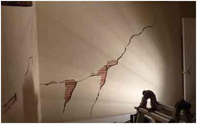 Результат усадки здания при использовании обычной цементно-+известковой штукатуркой