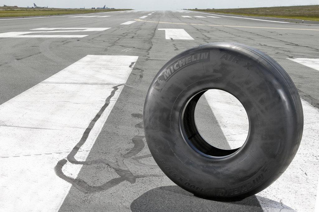 Michelin выпустил инновационные шины для Airbus A350-900 - фото michelin_vypustila_innovatsionnye_shiny_dlya_airbus_a350_900.jpg
