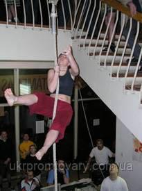 Канат гимнастический с кронштейном– отличное приобретение для детей и родителей, канат гимнастический: поможет укрепить здоровье, развить мышцы плечевого пояса, ног и рук. Обучившись лазанию по канату Вы станете сильными, ловкими, смелыми.