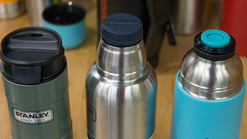 Термосы, термокружки, спортивные бутылки - фото Различные системы крышек у термосов и термостаканов