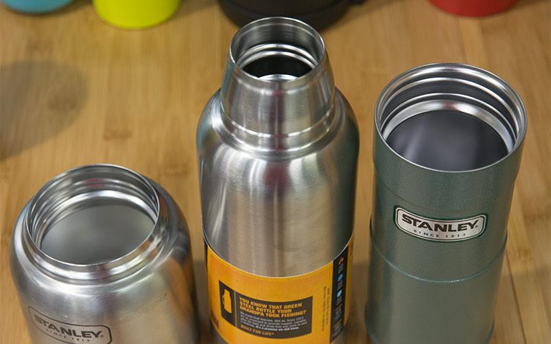 Термосы, термокружки, спортивные бутылки - фото Термосы и термостакан Stanley с различным диаметром горловины