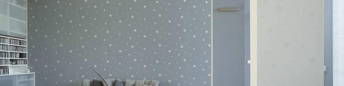 Комплект серых обоев компаньонов с светящимися звездами в комнату мальчика из каталога Day & Night