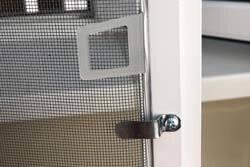 Оконная москитная сетка - фото Оконные москитные сетки рамочного типа, крепления, ручки