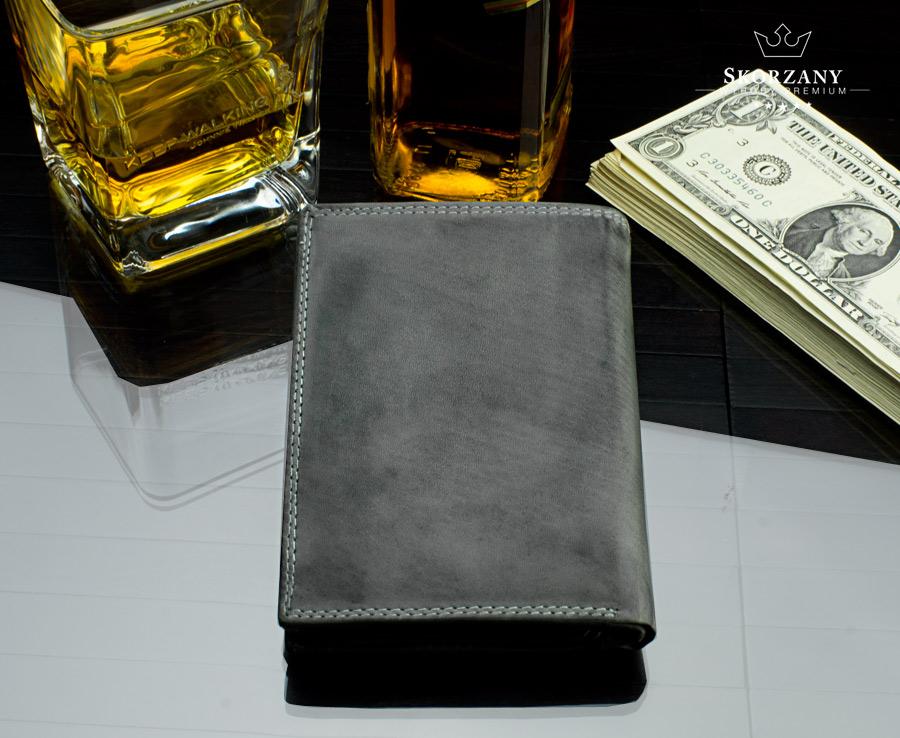 skórzany portfel męski - widok z tyłu