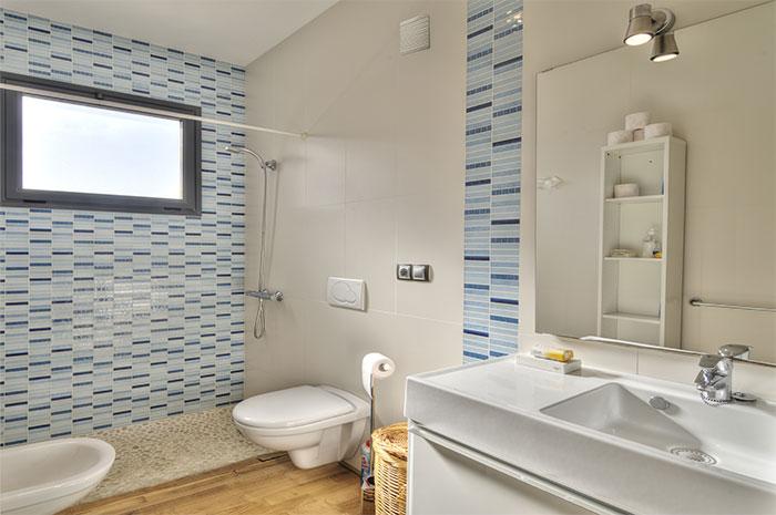 Установка вытяжки в ванной