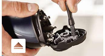 Электробритва Philips S1100/04 - фото Откройте с помощью кнопки, затем используйте щеточку для очистки