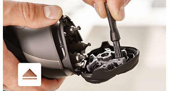 Электробритва Philips S1520/04 - фото Откройте с помощью кнопки, затем используйте щеточку для очистки