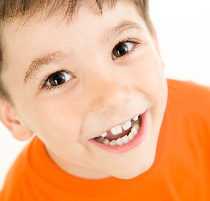 Юниор Би Биг  Vision витамины для детей с кальцием и витамином  д3 для быстрого роста, крепких зубов и костей - фото здоровый мальчик visionural.com