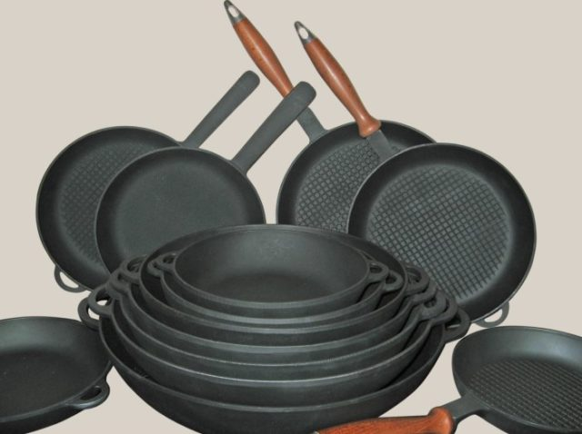 Cковороды (чугун) без покрытия - фото Набор чугунной посуды
