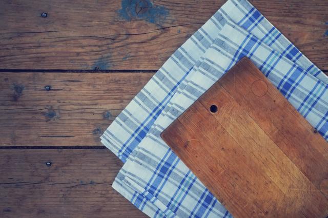 Доски разделочные - фото Лучшие современные материалы для разделочных досок — бамбук и каучуковое дерево гевея