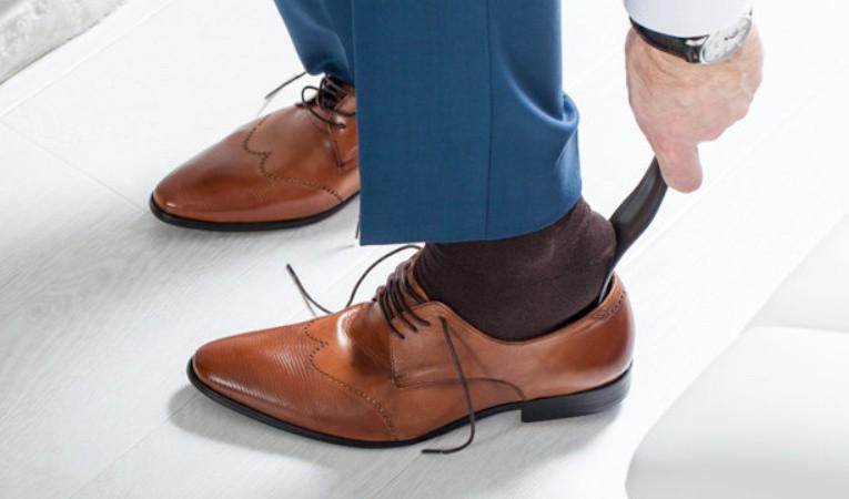 Рожки (ложки) для обуви - фото Рожок для обуви: незаменимый атрибут в каждом доме