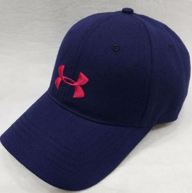 Материал данной кепки довольно мягкий и приятный на ощупь. Такая кепка  станет очень красивым и ярким дополнение к вашему образу. Бейсболки  обеспечат комфорт ... d4a77ffe2dbba