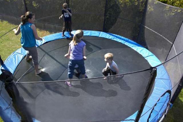 Батут FunFit 435 см для детей и взрослых с защитной сеткой и лестницей (батут для дорослих та дітей з сіткою) - фото 1