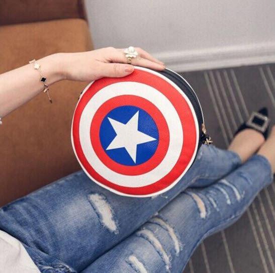 """Сумка клатч """"Щит Капитана Америка"""". Креативная женская сумка. Сумка из фильма. Круглая сумка. Код: КБН81 - фото 3"""