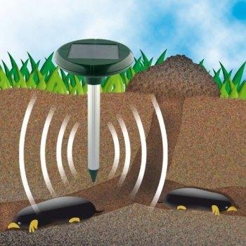 Отпугиватель кротов Weitech WK0677 вызывает высокочастотные колебания почвы, прогоняющие кротов