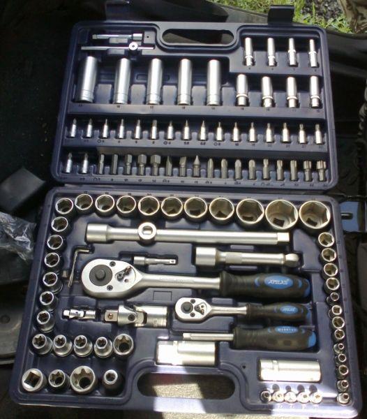 Наборы инструментов - фото Метчики и плашки