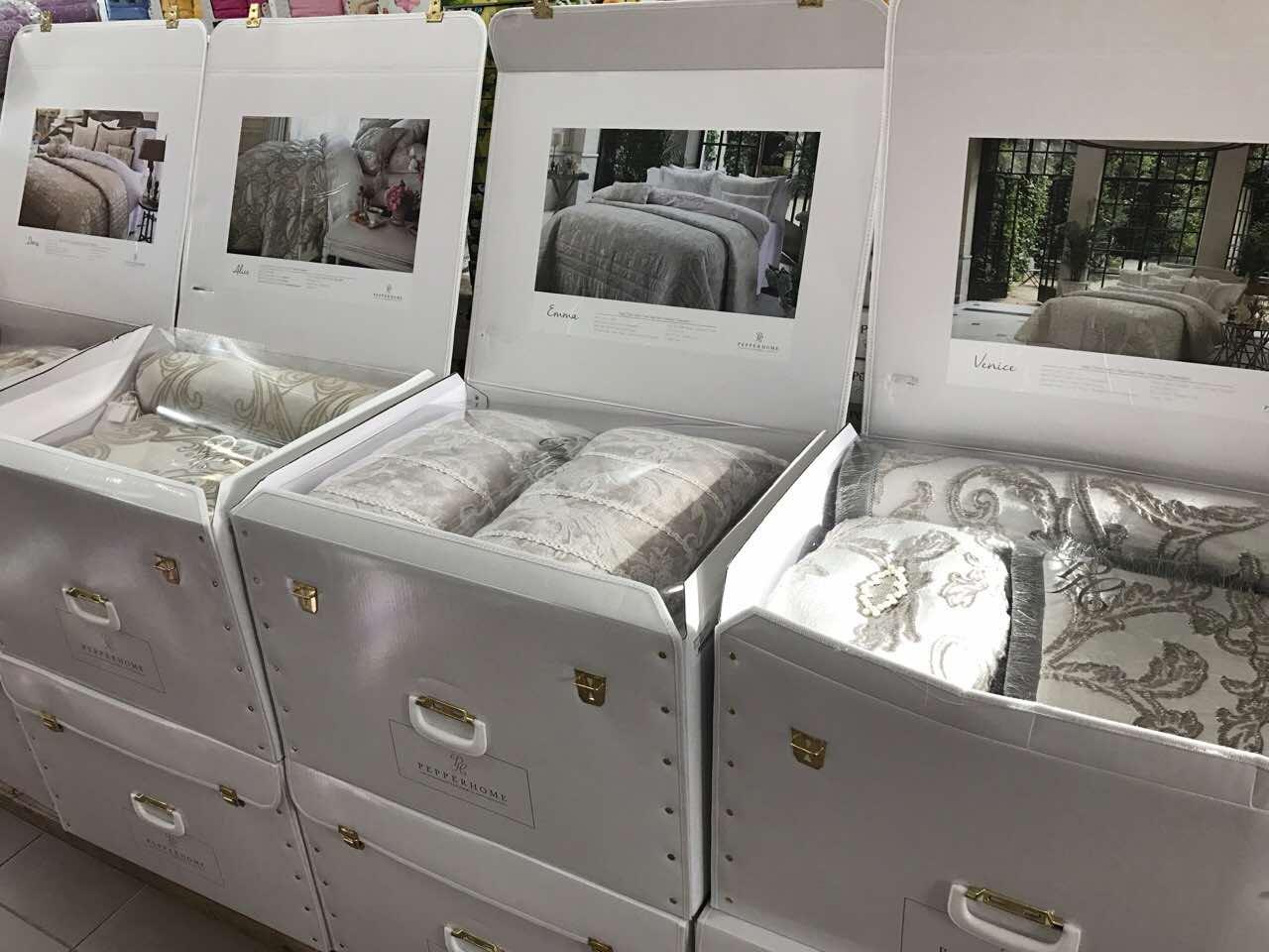 Бежевое жаккардовое покрывало с наволочками и подушечками. Фирменный магазин PEPPER HOME Турция - фото 1