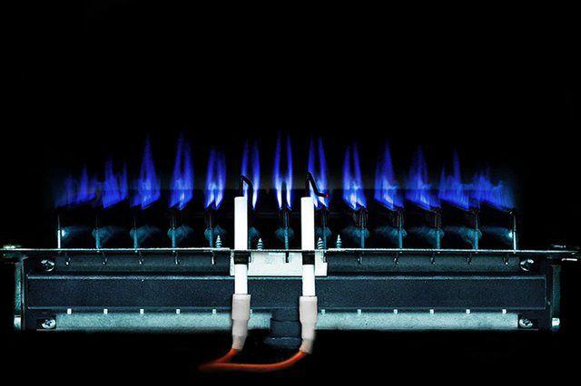 Котлы газовые - фото Работа открытой горелки заметна визуально