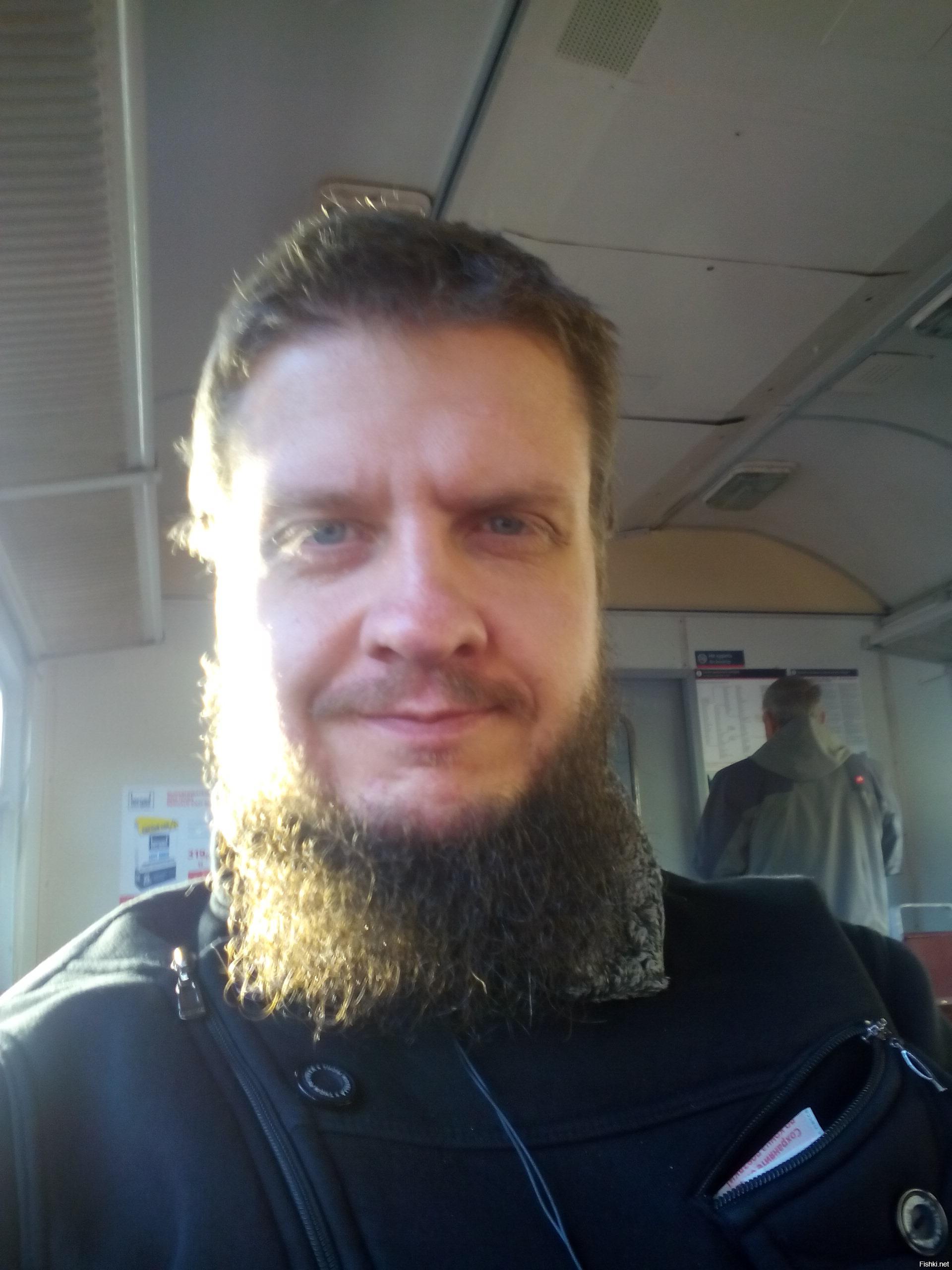 Есть мнение, что борода растет дольше, чем длятся отношения. Так что вопрос - борода или капризы женщин, меня вообще не колышет.